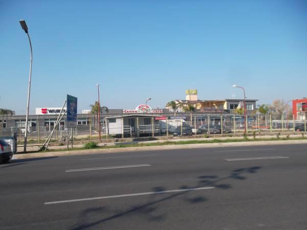 Affittasi locali deposito san nicola la strada for Locali affittasi